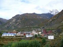 Ranipauwa, Muktinath y vista al La de Thorong, Nepal Imágenes de archivo libres de regalías