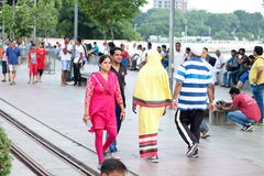 Ranków piechurzy, Dwa różnej kultury, Kankaria brzeg jeziora - India zdjęcia stock