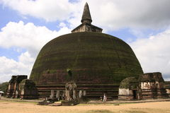 Rankot Vihara (χρυσή πυραμίδα Dagoba), Polonnaruw Στοκ εικόνες με δικαίωμα ελεύθερης χρήσης