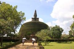 Rankot Vihara (den guld- höjdpunkten Dagoba), Polonnaruw Royaltyfri Fotografi