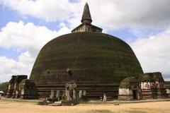 Rankot Vihara (den guld- höjdpunkten Dagoba), Polonnaruw Royaltyfria Bilder