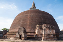 Rankoth Vehera in oude stad van Polonnaruwa, Sri Lanka. De Plaats van de Erfenis van de Wereld van Unesco Stock Fotografie