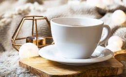 Ranku coffe filiżanka w domu obraz royalty free