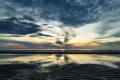Ranku słońca światło w morzu Zdjęcia Stock