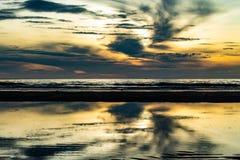 Ranku słońca światło w morzu Obraz Stock