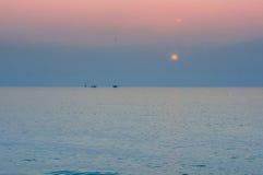 Ranku słońce wzrasta nad morzem Obraz Stock