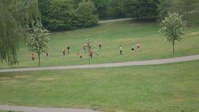 Ranku szkolenie w parku zbiory wideo