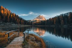 Ranku widok Lago Antorno, dolomity, Jeziorny góra krajobraz obrazy stock