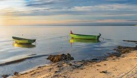 Ranku widok na łodziach rybackich przy morzem bałtyckim fotografia stock