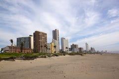 Ranku widok Złota Milowa Nabrzeżne linia horyzontu w Durban Zdjęcie Stock