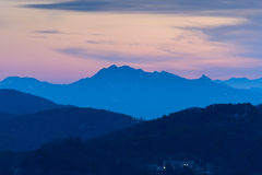 Ranku wschód słońca i mgłowy góra w Korea Obraz Royalty Free