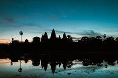 Ranku wschód słońca przy Angkot Wat, Kambodża - Zdjęcie Stock