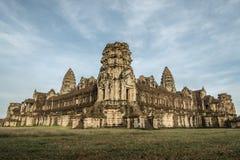 Ranku wschód słońca przy Angkot Wat, Kambodża - Fotografia Royalty Free