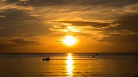 Ranku wschód słońca w morzu Fotografia Royalty Free