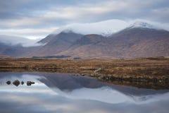 Rannoch machen Reflexion auf einem ruhigen Morgen, Schottland fest stockfotografie