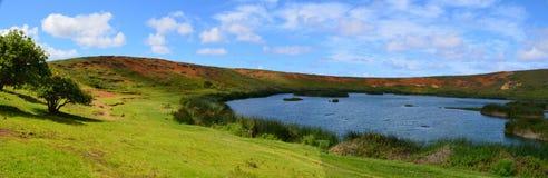 Rano Raraku火山的, Rapa Nui复活节岛湖 免版税库存图片