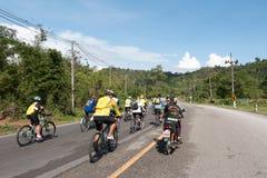 RANONG, THAILAND - 10. MAI: Fahrradtourismuskampagne für Reisenden Stockbilder
