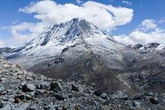 Ranrapalca в Андах Стоковое Изображение