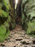 Ranura en una roca imagen de archivo
