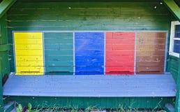 Ranuras pintadas de la entrada en una casa de abeja Imagen de archivo libre de regalías