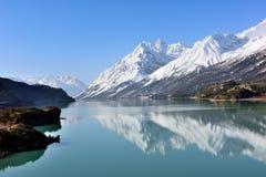 Ranwu sjö i Tibet snöberg Royaltyfria Bilder
