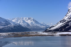 Ranwu sjö i Tibet snöberg Fotografering för Bildbyråer