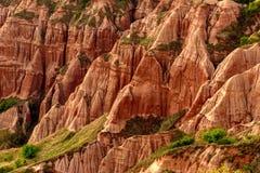 Rapa Rosa w Rumunia, czerwona góra z czerwieni skałą fotografia stock