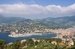 Rapallo e o golfo de Tigullio foto de stock