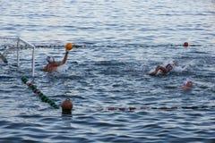 Rapallo - SEPT 2011 Włochy, Wodnego polo sporty Bramy unoszą się na wody powierzchni wybrzeża zabawy lata sporta acitivity dla tu fotografia royalty free