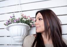 A rapariga é contratada nas flores Imagem de Stock Royalty Free