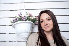A rapariga é contratada nas flores Imagens de Stock Royalty Free