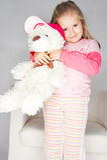 Rapariga agradável na cor-de-rosa no fundo claro Imagem de Stock