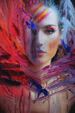 Rapariga atrás do vidro pintado imagem de stock