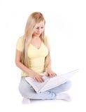 Rapariga bonita com computador portátil Imagem de Stock Royalty Free