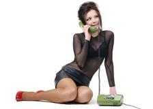 Rapariga bonita com telefone Fotos de Stock Royalty Free