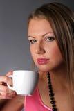 Rapariga bonita com um copo de café Imagens de Stock Royalty Free