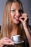 Rapariga bonita com um copo de café Foto de Stock
