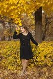 Rapariga bonita em um parque do outono Imagens de Stock