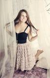 Rapariga bonita nas cortinas foto de stock royalty free