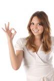 Rapariga bonita que indica o sinal aprovado Foto de Stock