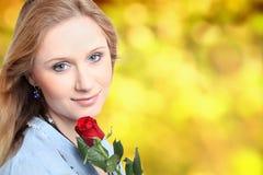 A rapariga com aumentou Fotos de Stock Royalty Free