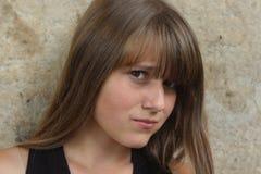 Rapariga com expressionl irritado. olhe para baixo fotos de stock royalty free