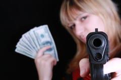 Rapariga com injetor e dinheiro Fotos de Stock Royalty Free
