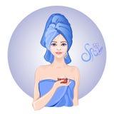 Rapariga com a toalha em sua cabeça Fotografia de Stock Royalty Free