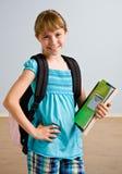 Rapariga com trouxa e livros de escola Fotografia de Stock Royalty Free