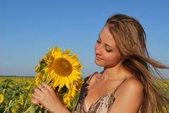 Rapariga com um girassol Foto de Stock Royalty Free