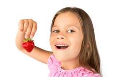 Rapariga com uma morango Imagem de Stock Royalty Free