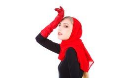 Rapariga de fascínio bonita em luvas vermelhas Fotos de Stock Royalty Free