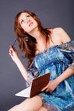 Rapariga de sonho adorável bonita no vestido Fotografia de Stock