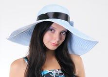 Rapariga do retrato no chapéu de uma senhora Fotografia de Stock